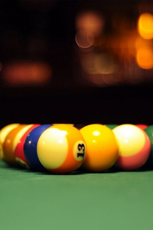 Billiard balls Mobile Wallpaper