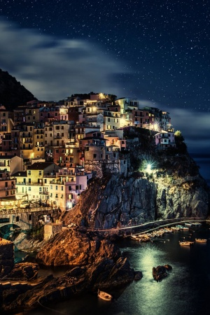 Manarola Town in Italy Mobile Wallpaper
