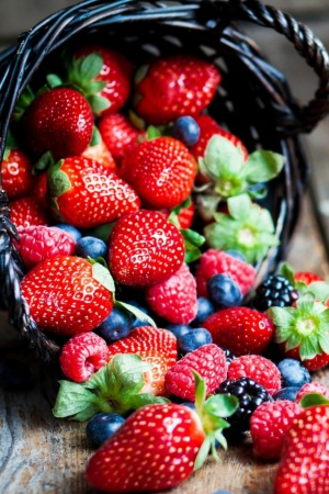 Berries In Basket Macro Mobile Wallpaper