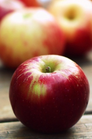 Red Apples Close up Mobile Wallpaper