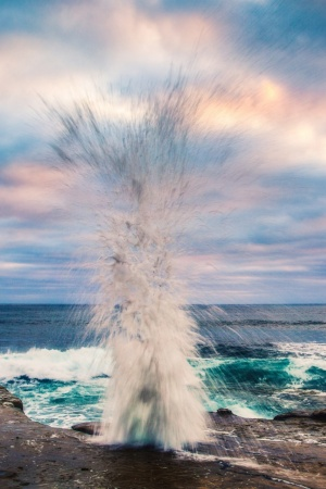 Wave Crashing on Shore Mobile Wallpaper